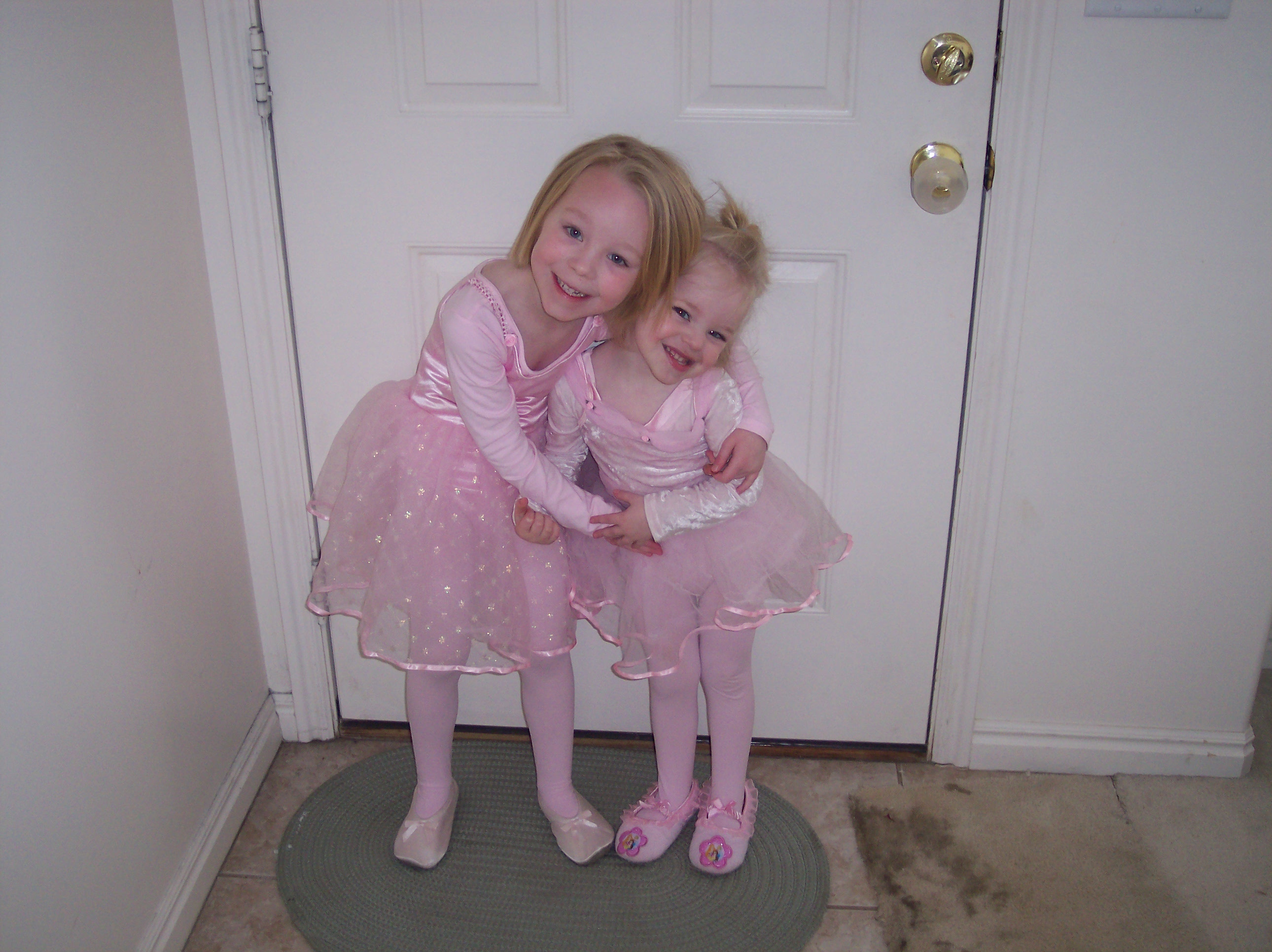 Emma and Sarah, Ballerinas