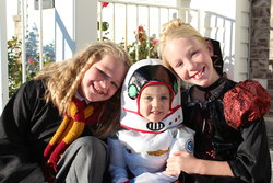Emma Kaitlyn and Sarah Halloween